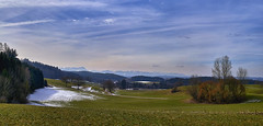 Anfang März im Oberland (Helmut Reichelt) Tags: gebirgsblick harmating ascholding natur feld landschaft oberbayern bavaria deutschland germany leica leicam typ240 captureone11 hdrefexpro2 fhdr summilux 50mm f14 asph panorama