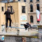 Bruxelles - Funambules au-dessus du canal 2016-04-09 thumbnail