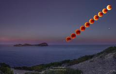 Ibiza eclipse of blood A735666 (joana dueñas) Tags: revisar ibiza island balearicisland nightshot fullmoon bloodmoon joanadueñas photofeeling seascape stars