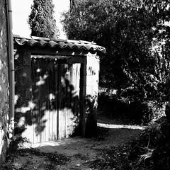 Le jardin est à côté... (woltarise) Tags: france jardin entrée cour hameau ardèche porte chemin arbres puits coeur souvenirs maison enfance toujours iphone6s