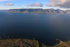 Mynni Arnarfjarðar (hó) Tags: arnarfjörður neðrabæjarnúpur móanes drekahryggur krossavík sléttanes lokinhamrar hrafnabjörg landscape fjord sea sky clouds kaldbakur mountains july 2018 vista iceland vestfirðir westfjords
