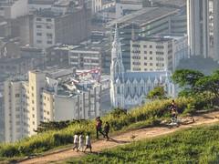 Subiendo al Cerro de las Tres Cruces (Oscarbla) Tags: cali colombia iglesialaermita laermita santiagodecali valledelcauca senderismo