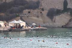 gebadet wird hier überall (ingejahn) Tags: rinella sonntagsinkalkara malta maltalove sommer sonne strand baden wasser pflanzen
