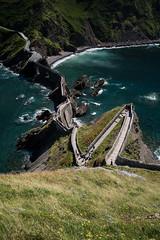 Escaleras desde el cielo (j.gres) Tags: piedra mar oceano olas verde