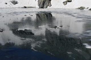 glace et reflets dans la Gouille du Dragon