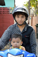 boys on a motorcycle (the foreign photographer - ฝรั่งถ่) Tags: boy motorcycle helmet khlong thanon portrait bangkhen bangkok thailand nikon d3200