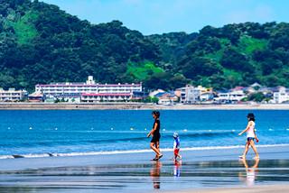 At Zaimokuza Beach in Kamakura : 鎌倉・材木座海岸にて