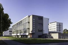 Dessau-Roßlau_Bauhaus_IMG_0354 (milanpaul) Tags: 2018 alt architektur august bauhaus canoneos6d dessauroslau deutschland gebäude germany historisch sachsenanhalt tamron2470mmf28divcusd unescoweltkulturerbe waltergropius