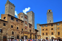 San Gimignano (gerard eder) Tags: world travel reise viajes europa europe italy italia italien toscana toskana tuscany sangimignano torre tower turm städte stadtlandschaft street streetlife streetart city ciudades cityscape cityview piazza outdoor oldcity