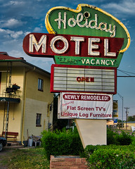 You're a Holiday (Rusty Irons) Tags: colorado canyon small city tourists royal gorge neon sign mid century motel hotel old historic denver rio grande