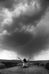 Storm Master (alestaleiro) Tags: storm tormenta cloudy stormy mujer mono monochrome monocromo naturaleza nature natura bw bianconero clouds lluvia rain rainy trovoada desert desierto page arizon usa horseshoebend alestaleiro