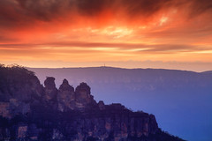 The Iconic 3 Sisters || BLUE MOUNTAINS || AUSTRALIA (rhyspope) Tags: australia aussie nsw new south wales canon 5d mkii blue mountains katoomba 3 sisters sunrise sunset jamison valley travel amazing wow awesome explore sky cloud weather color colour rhys pope rhyspope