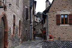 Conques / Aveyron (56) / França / France / Francia (Ull màgic (+1.500.000 views)) Tags: conques aveyron frança france francia nucliantic carrer calle edifici arquitectura façanes fuji xt1