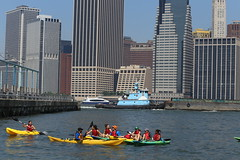 Students kayaking at brooklyn bridge park