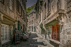 Dinan 2018 (EBoss Fotografie) Tags: dinan france bretagne brittany street alley road building house architecture colors depth sky window twop soe canon