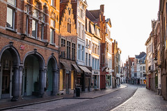 Morning in Bruges (romanboed) Tags: leica m 240 summilux 50 europe belgium bruges street morning light travel architecture cityscape