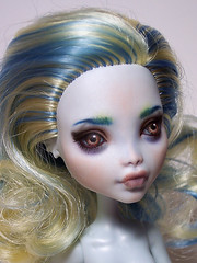 Lagoona-Bluebrows-5 (MechanicalCrystalHeartCrest) Tags: repaint doll fashiondoll lagoonablue monsterhigh collectible ooak seamonster seacreature mermaid photography hobby