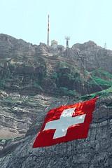 01.08, Schweiz feiert ihren Nationalfeiertag. (Swiss.Piton (BH&SC)) Tags: ibringmycameraeverywhere olympusem5markiiolympusm75mmf18 mft swissamateurphotographers switzerland inderschweiz schweiz swissflag ersteaugust schönierstaeugst myswitzerland olympus75mm18