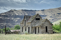 Harris Canyon Ranch (Tom Fenske Photography) Tags: deschutesriver historic building old house western abandoned forgotten oregon history fire substation wildfire