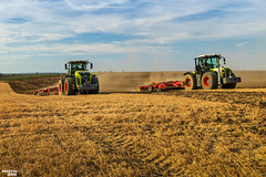 Two are better than one | CLAAS // VÄDERSTAD (martin_king.photo) Tags: harvest harvest2018 ernte 2018harvestseason summerwork powerfull martin king photo machines strong agricultural greatday great czechrepublic welovefarming agriculturalmachinery farm workday working modernagriculture landwirtschaft martinkingphoto moisson machine machinery field huge big sky agriculture tschechische republik power dynastyphotography lukaskralphotocz day fans work place clouds blue yellow gold golden eos country lens rural camera outdoors outdoor claasteam team posing claas väderstad väderstadtopdown landscape goldenhour fields lines southmoravia wavefield windtower xerion claasxerion xerion3800 xerion5000 brothers duo two