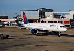 DL 757 N670DN ATL (Infinity & Beyond Photography: Kev Cook) Tags: aircraft airplanes airliners planes atlanta airport atl katl ramp terminal concourse n670dn