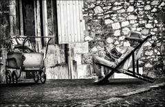 Vénérable gouvernante / Venerable nanny (vedebe) Tags: netb noiretblanc nb bw monochrome humain human people femme ancien ville city rue street urbain urban urbanarte