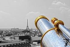 Apuntando a Eiffel (Furanu) Tags: paris parís capital ciudad francia france street arte photo foto calle calles callejero edificio torre eiffel louvre estatua lugar place landscape