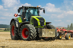 Tillage after colza harvest | CLAAS // VÄDERSTAD (martin_king.photo) Tags: harvest harvest2018 ernte 2018harvestseason summerwork powerfull martin king photo machines strong agricultural greatday great czechrepublic welovefarming agriculturalmachinery farm workday working modernagriculture landwirtschaft martinkingphoto moisson machine machinery field huge big sky agriculture tschechische republik power dynastyphotography lukaskralphotocz day fans work place clouds blue yellow gold golden eos country lens rural camera outdoors outdoor claasteam team posing claas väderstad väderstadtopdown fields lines claasaxion claasaxion950 tires trelleborg trelleborgtires trelleborgagri