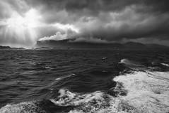 Closer Leknes (RadarO´Reilly) Tags: vestvågøy leknes lofoten norway insel island atlantic atlanticocean himmel skay wolken clouds sw schwarzweis bw blackwhite blanconegro monochrome noiretblanc zwartwit norwegen