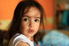 Titine (philippe.ducloux) Tags: portrait enfant canon france bokeh strictlygeotagged 6d 6dmkii canon6dmkii regard