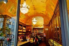 Historisches Weingeschäft, Perugia (gerhard-pr) Tags: perugia italien wein geschäft historic