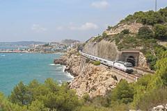 Mediterraneamente (Iago González Vázquez) Tags: sitges garraf túneles renfe larga distancia 252 serie 352053 talgo murcia del carmen barcelona sants ferrocarril butacas vi
