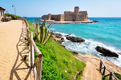 Le Castella (Valdy71) Tags: lecastella calabria italy italia mare sea seascape seaside castello castle beach travel viaggi nikon valdy la