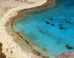The good things in life (Robyn Hooz) Tags: creta isola gramvousa spiaggia mare vacanza mediterraneo sabbia ombrelloni sedieasdraio blue crystal grecia greece