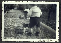 i gemelli a Vicenza - 19 febbraio 1936 (dindolina) Tags: italy italia veneto vicenza garden giardino family famiglia vignato history storia 1936 1930s annitrenta thirties vintage