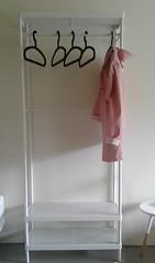 L'imper / Raincoat (Danièle Neveu) Tags: raincoat imperméable blanc white pink rose cintre