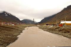 Longyearbyen - dirty river (R.Duran) Tags: rio norway river norge nikon d70s svalbard arctic noruega spitsbergen artico longyearbyen spitzbergen sigma18200mm