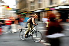 Pruebas con el movimiento II (Payuta Louro) Tags: city trip travel bike photo movement bicicleta kln movimiento pi colonia bicicle louro abigfave ltytr2 ltytr1