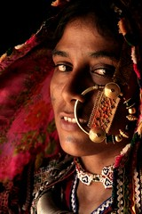 Kutchi woman (Milapsinh Jadeja) Tags: life light woman india beautiful women colours indians colourful kutch indianwoman kutch3 kutchiwoman coloursofkutch noseringthefeminine