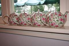 tea anyone? (jolanda r (aka jojoro)) Tags: pink white green canon tea teapots assen inarow jojoro flickrettes