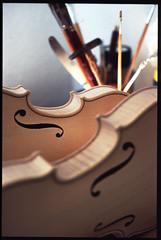 Werkstatt 7 (Bronko) Tags: violins violine geige werkstatt woodworks violinmaking geigenbau geigen violinen
