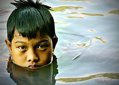 batang_ilog (Edwin_Martinez) Tags: reflection river children boats child philippines bata pinoy pilipinas pagsanjan ilog 1on1peoplephotooftheday abigfave superaplus aplusphoto
