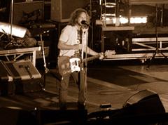 Eddie in bianco e nero (Knrad) Tags: milan sepia live pearljam 2006 concerto eddievedder seppia assago corradogiulietti