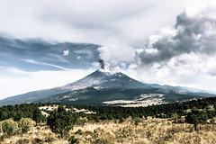 Su majestad : el Popocatépetl (julien.ginefri) Tags: iztaccihuatl iztaccíhuatl mexique méxico popocatepetl america latinamerica mexico montagne montaña mountain nature volcan volcano vulcano