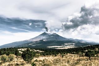 Su majestad : el Popocatépetl