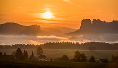 Ohne Worte (matthias_oberlausitz) Tags: schrammsteine kirnitzschtal falkenstein nebel nebelmeer elbe elbsandsteingebirge elbtal sachsen saxony flare flickrfriday