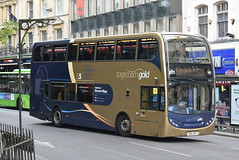 SO 15752 @ Magdalen Street, Oxford (ianjpoole) Tags: stagecoach oxfordshire scania n230ud alexander dennis enviro 400 ou61avf 15752 working gold route s5 magdalen street oxford ravencourt langford village