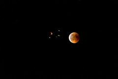 Blood Moon 1 (Guy Goetzinger) Tags: rot goetzinger nikon d500 moon red blutmond 2018 astro night rendezvous lune luna mond blood aircraft aviation jet swiss flight