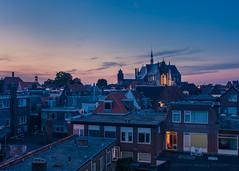 Avond valt in Leide (Patrick Herzberg) Tags: leiden nederland avond avondfotografie blauw d7200 hooglandsekerk nikon skyline stad zonsondergang