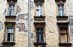 2  I 4 (roberke) Tags: windows ramen vensters house huis gevel facade old architecture architectuur buiten outdoor muur wall verwaarloosd